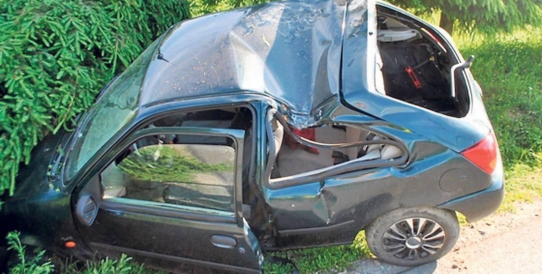 1,6 promila alkoholu miał we krwi 20-letni kierowca, który spowodował wypadek w Komborni. Zginął w nim jego kolega