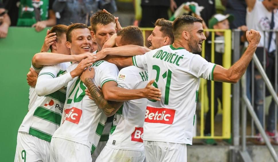 Film do artykułu: Lechia Gdańsk przegrała z Rakowem Częstochowa. Pierwsza porażka biało-zielonych w tym sezonie w PKO Ekstraklasie