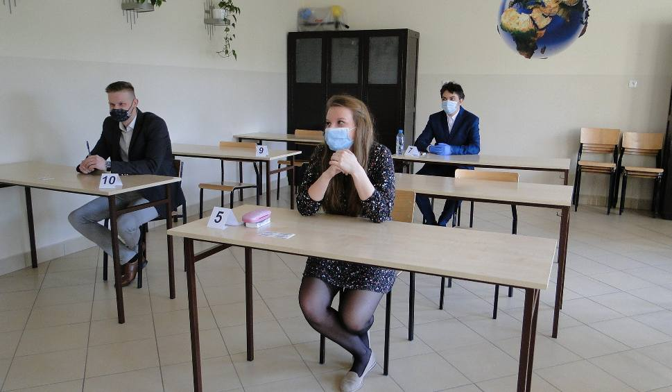 Film do artykułu: Matura 2021. Egzamin z języka polskiego w Radomiu i w regionie