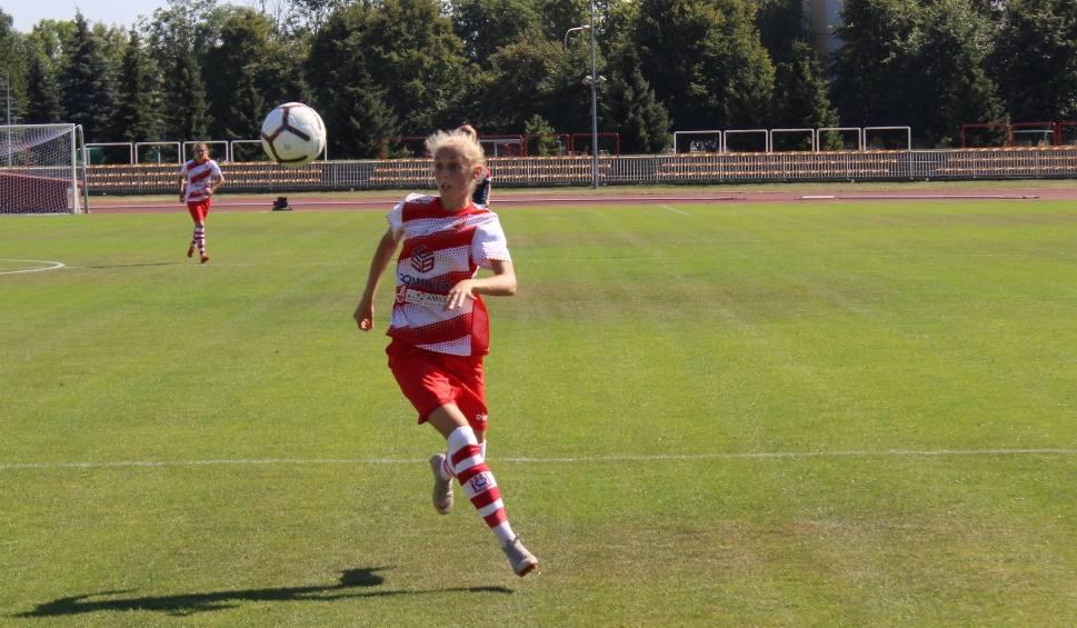 Film do artykułu: Piłka nożna kobiet. Karolina Bednarz to wyróżniająca się piłkarka Resovii. Ma za sobą również już występy w reprezentacji Polski