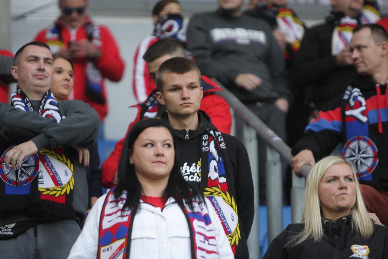 Piast - Raków ZDJĘCIA KIBICÓW Z CZĘSTOCHOWY Ponad 400 fanów Rakowa w Gliwicach