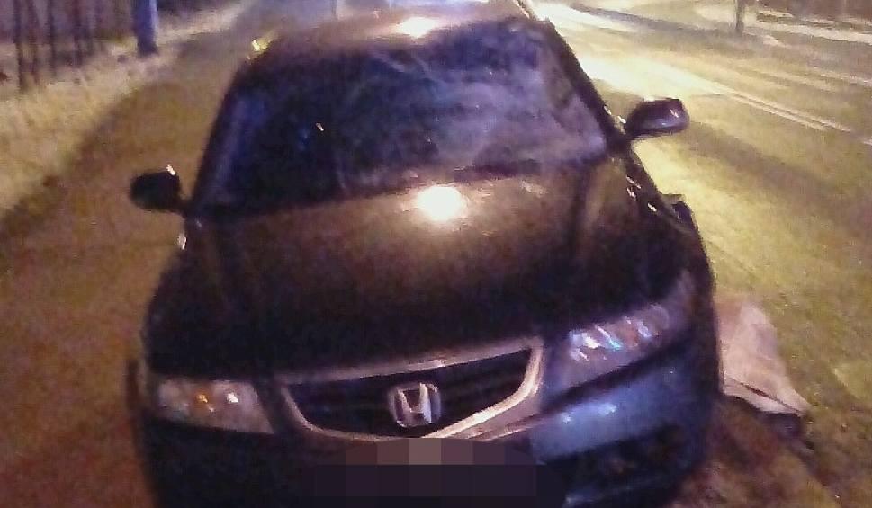 Film do artykułu: Wypadek na ul. Koszalińskiej w Sławnie. Samochód potrącił dwie osoby na pasach. Kobieta i mężczyzna nie żyją [10.02.2018]