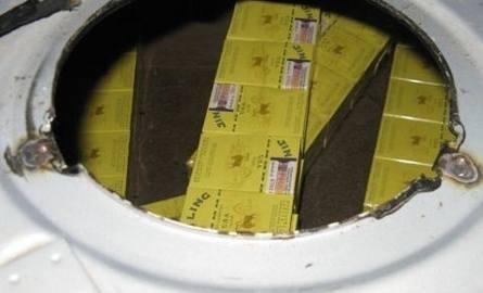 Ukryte papierosy były warte łącznie około 17 tysięcy złotych.