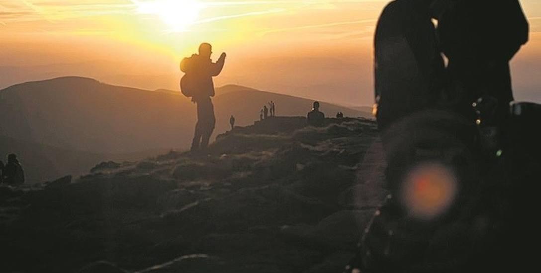 Babia Góra popularna  kiedyś i dziś. Warto zobaczyć tu wschód słońca