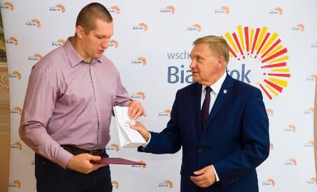 Tadeusz Truskolaski, prezydent Białegostoku, przyznał nagrody brązowym medalistom mistrzostw świata z Londynu. Kamila Lićwinko i Wojciech Nowicki z Podlasia