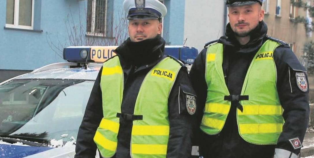 Lucjan Galski (po lewej) i Tomasz Łąka od pięciu lat wspólnie patrolują ulice Oświęcimia. Znakomicie się uzupełniają. Podczas niebezpiecznych akcji mogą