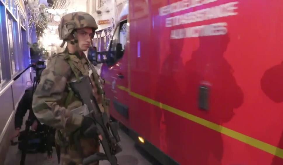 Film do artykułu: Zamach we Francji. Polak z Katowic ofiarą strzelaniny w Strasburgu. Trzy osoby nie żyją