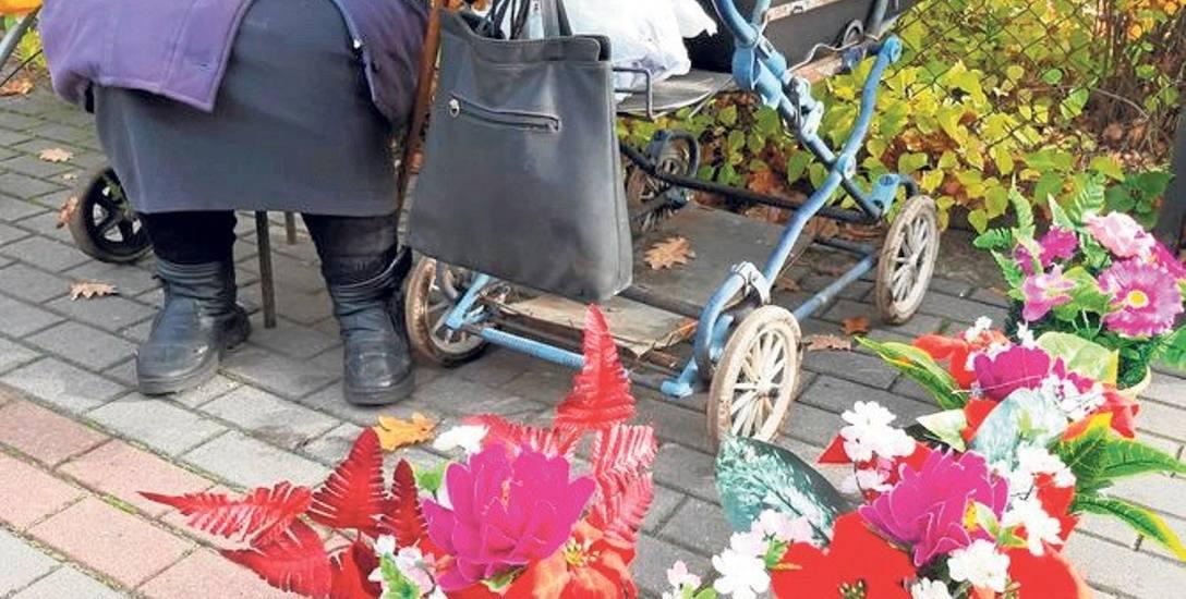 Straganik pani Stanisławy i jej kwiatowa oferta przed Dniem Wszystkich Świętych