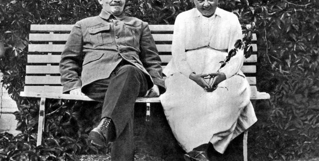 Włodzimierz Lenin z poślubioną w roku 1898 Nadzieżdą Krupską
