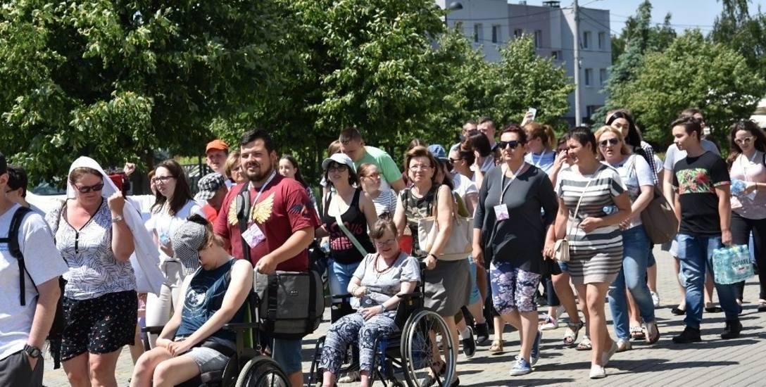 Osoby z niepełnosprawnościami pokonują bariery wchodząc na częstochowskie Everet.