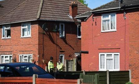 Policja w Fallowfield pod Manchesterem. Tu mieszkał Salman Abedi