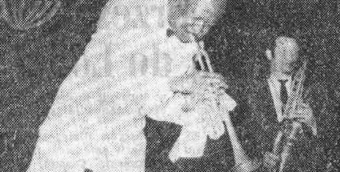 """""""Błazeństwa"""" Teddy Cottona w hali Jagiellonii w styczniu 1957 r. Fot. z Gazeta Białostocka"""