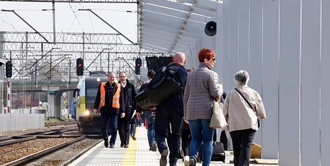 Trwa zadaszanie peronów w Zielonej Górze, koniec prac zaplanowano w październiku br.