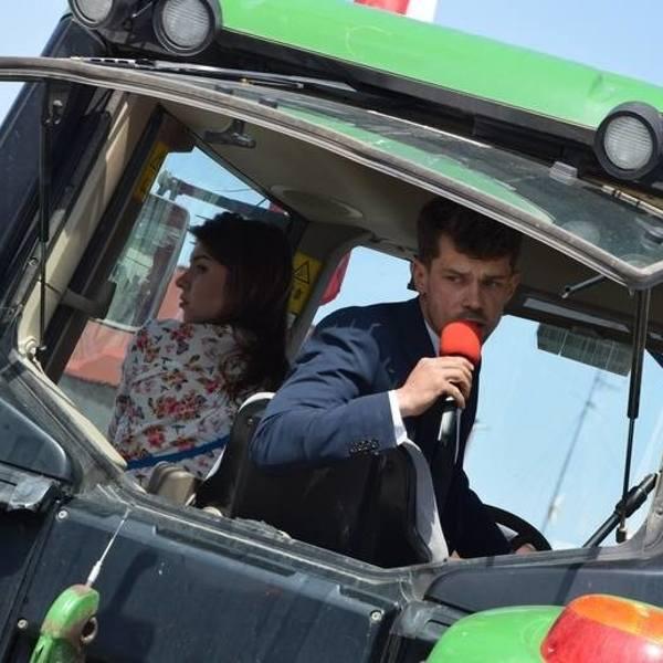 Michał Kołodziejczak wizualnie przypomina bardziej hipstera niż rolnika. To zdaje się być przemyślanym elementem jego wizerunku.