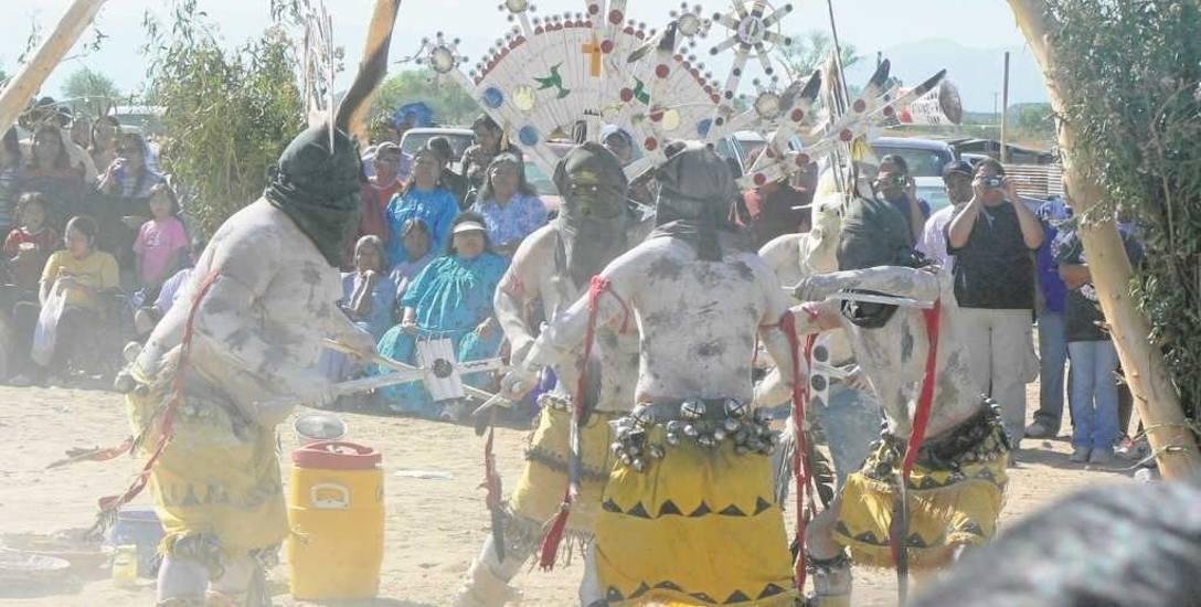 Tylko nieliczne osoby spoza plemienia mają szansę zobaczyć na własne oczy ceremonie Indian