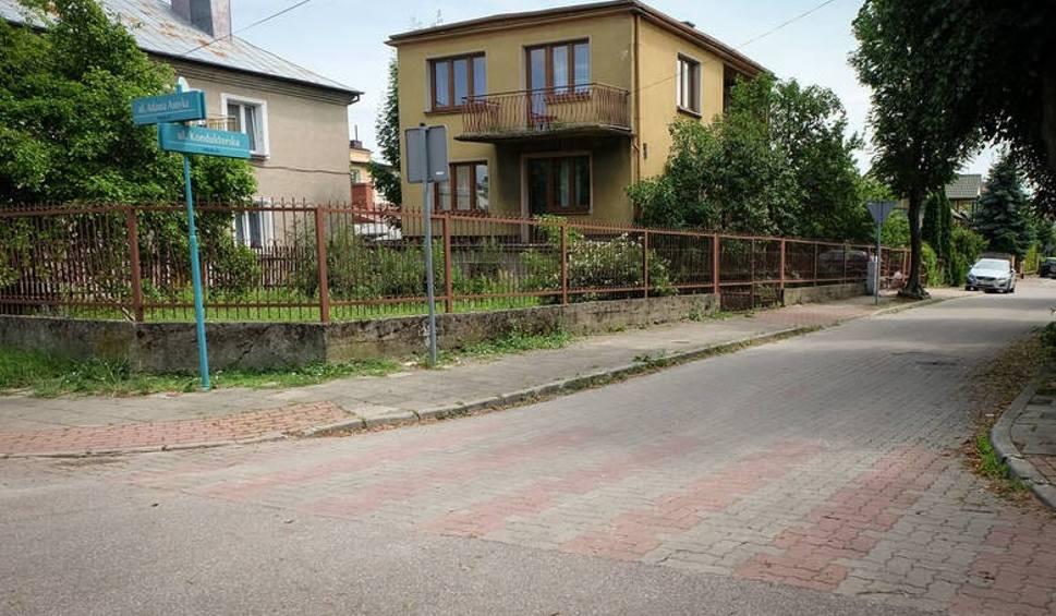 Film do artykułu: Białystok. Zabójstwo w domu przy Konduktorskiej. Sąd przedłużył areszt dla podejrzanego obywatela Ukrainy