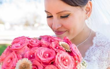 Co zamiast kwiatków? O co poprosić gości weselnych? Zobacz najlepsze pomysły