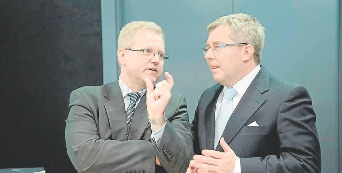 Prof. grzegorz górski (z lewej) w rozmowie z europosłem PiS Ryszardem Czarneckim