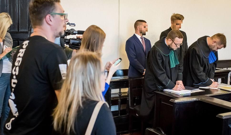 Film do artykułu: Po pół roku więzienia w zawieszeniu - wyrok na 3 ratowników z podbydgoskiego Borówna