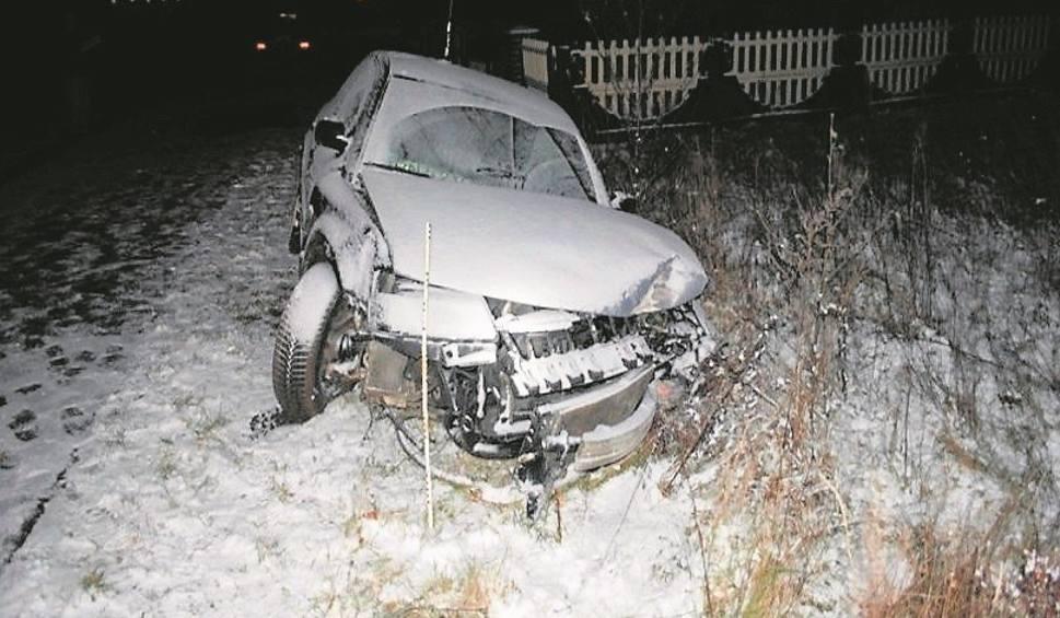 Film do artykułu: Golce, powiat niżański. Pijany 18-latek roztrzaskał samochód na ogrodzeniu
