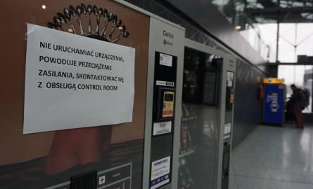Łódź Fabryczna bez prądu przez... automat z kawą? Kartka na maszynie zaniepokoiła pasażerów [FOTO]