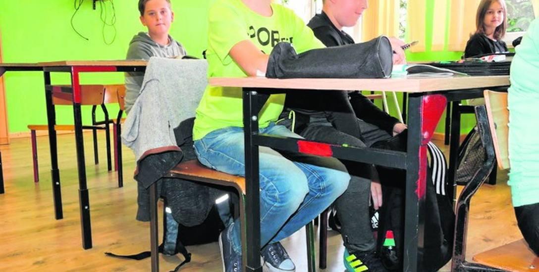 Ostrołęka. Przedłużone nogi stolików, czyli szkoły po reformie