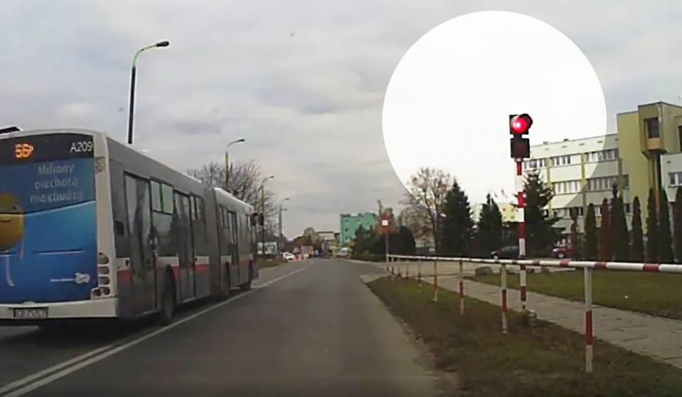 Film do artykułu: Przepuszczali straż pożarną, on nie poczekał. Karygodne zachowanie kierowcy miejskiego autobusu w Bydgoszczy