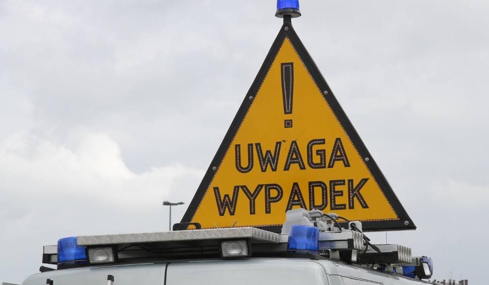 Film do artykułu: Wypadek w Nadziejowie. Auto wypadło z drogi, kierowca i pasażer z promilami