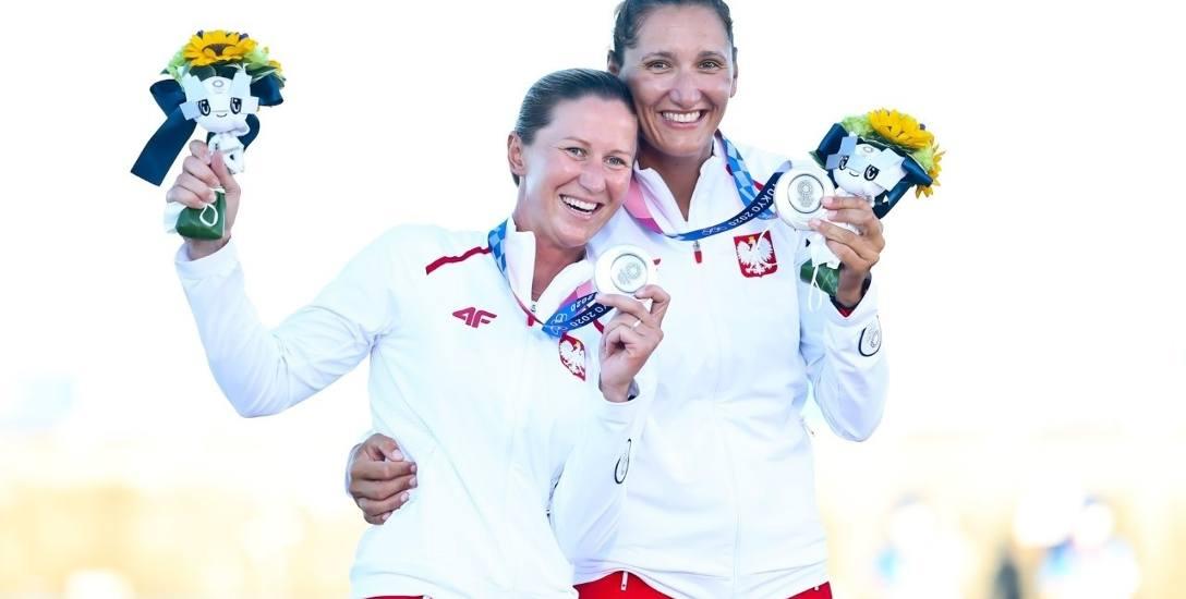 Jolanta Ogar-Hill (po prawej) z Agnieszką Skrzypulec zdobyły dla Polski srebrny medal w wyścigu żeglarskim w klasie 470
