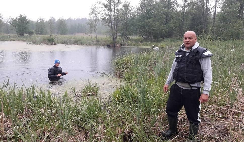 Film do artykułu: Gmina Chotcza. Znaleziono ciało zaginionego z Ostrowca Świętokrzyskiego. Był poszukiwany od ośmiu miesięcy. Zwłoki wyciągnęli nurkowie