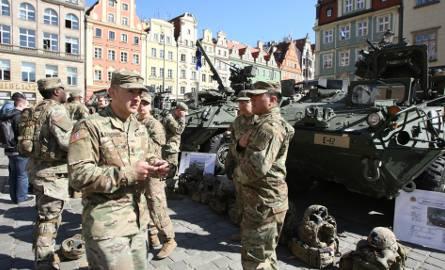 Wojska amerykańskie rotacyjnie od dawna stacjonują w Polsce. Kontyngent, który zmienia się co 9 miesięcy, liczy około 4 tysięcy żołnierzy.