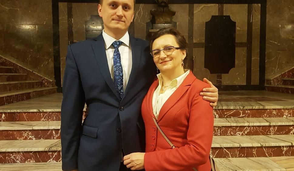 Film do artykułu: Wzruszające wydarzenie dla wojewody świętokrzyskiego Agaty Wojtyszek. Jej syn Maciej otrzymał uprawnienia budowlane