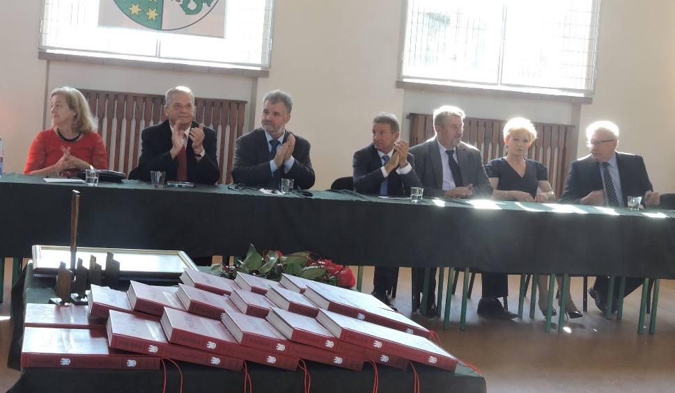 Film do artykułu: Powiat ostrowski. Radni pożegnali się z kadencją  [ZDJĘCIA, WIDEO]