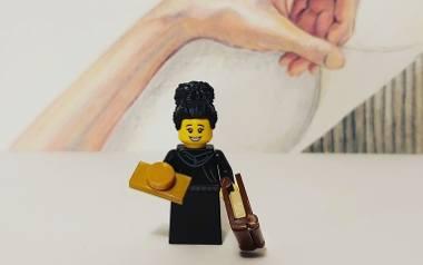 """Figurki Olgi Tokarczuk z klocków LEGO. Autorem jednej z nich jest """"Nauczyciel Roku"""" z Sopotu Przemysław Staroń"""