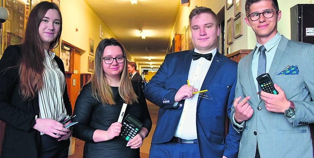 """Wczoraj w ZSTiO """"Meritum"""" w Siemianowicach Śląskich maturzystom dopisywały dobre humory"""