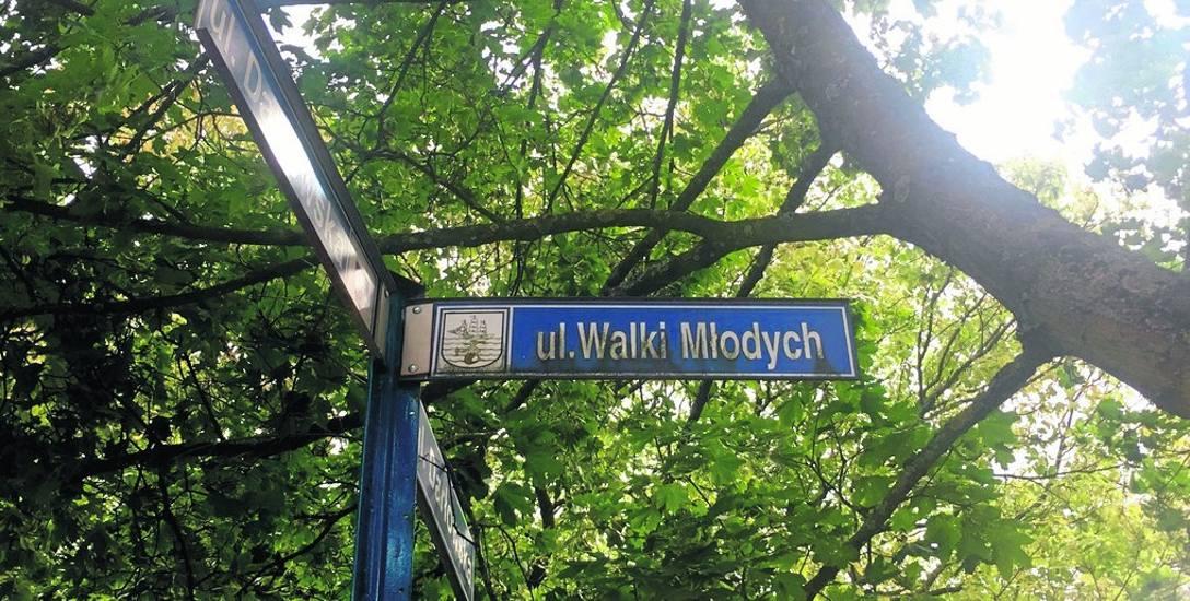 Choć stalinowskie komunistyczne pismo zlikwidowano w 1990 roku, nazwa ulicy panoszyła się w zachodniej części miasta  jeszcze przez 27 lat. Teraz będzie