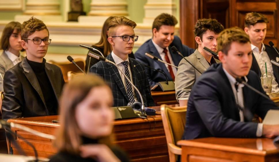 Film do artykułu: Obradowała Młodzieżowa Rada Miasta Gdańska. Uczcili pamięć Dawida Krupeja [zdjęcia]