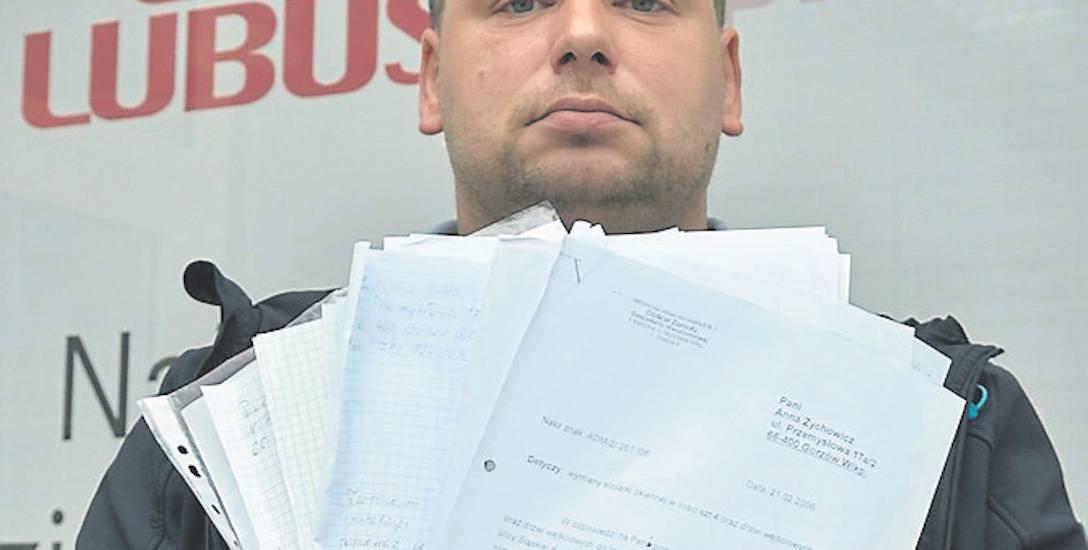 Paweł Zychowicz przyniósł do naszej redakcji stos pism, jakie wystosował już do administracji
