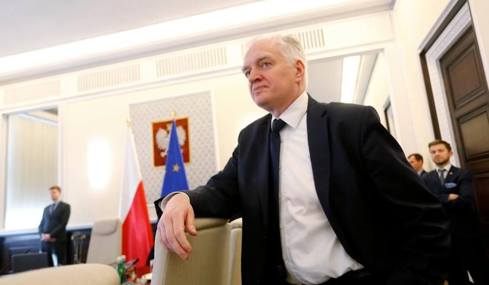 Film do artykułu: Jarosław Gowin podał się do dymisji, Jadwiga Emilewicz rekomendowana na wicepremiera. PiS nie chce ustąpić ws. wyborów prezydenckich