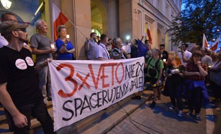 Protest pod Sądem Okręgowym w Kielcach. Setki kielczan świętowało weto prezydenta