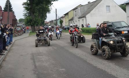 Zlot motocyklowy - parada i pokaz stuntu (wideo, zdjęcia)
