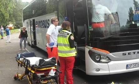 Ratownicy zabrali rodzącą z autobusu do szpitala.