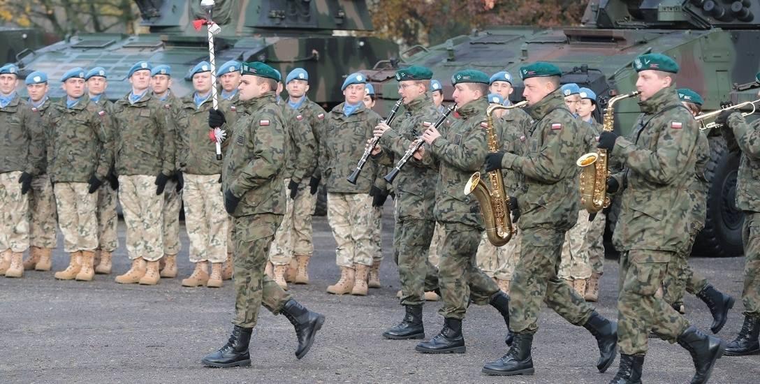 """Żołnierze """"Błękitnej Brygady"""" jadą na misję ONZ do Libanu. Pożegnali ich bliscy"""