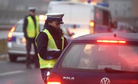 Te przepisy drogowe łamią wszyscy. Wielu kierowców zapomina o tych podstawowych przepisach, w ten sposób nie tylko narażając się na mandat w wysokości