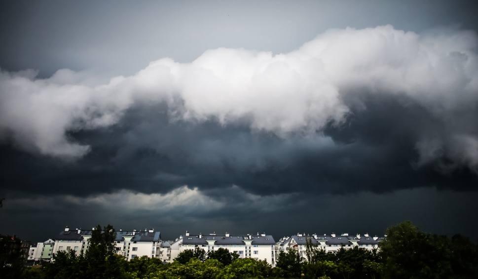 Film do artykułu: Uwaga! Nadchodzą burze 30.06.2016 Będzie grad, silny wiatr o oberwanie chmury