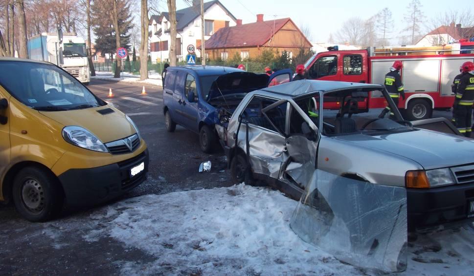 Film do artykułu: W Zwoleniu zderzyły się trzy samochody. Jedna osoba ranna