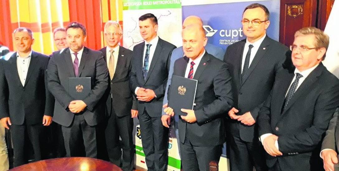 Uroczystość podpisania umowy na dofinansowanie  SKM odbyła się w Zachodniopomorskim Urzędzie Wojewódzkim