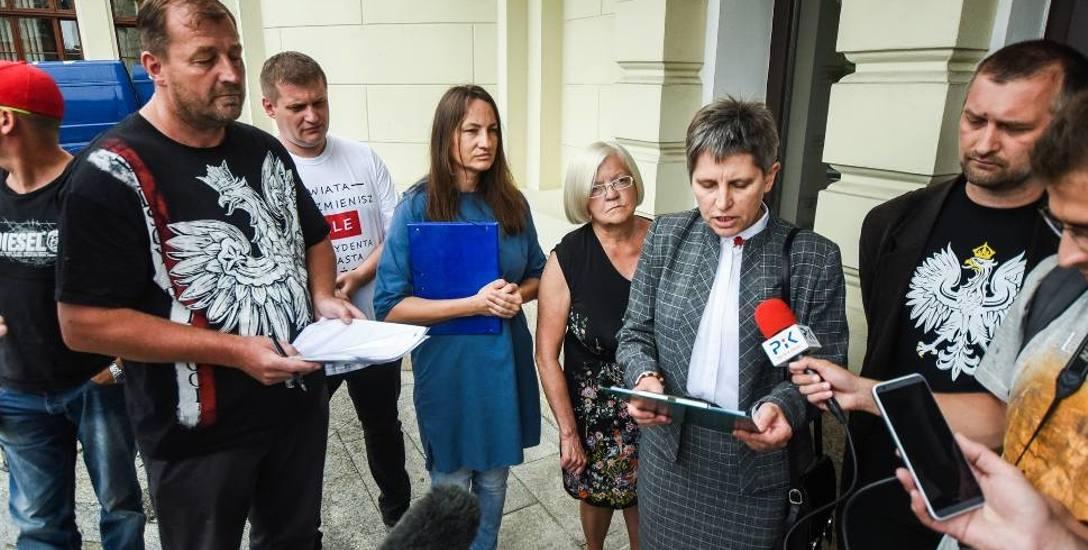 - W naszej ocenie pan Bruski nie może dalej sprawować funkcji prezydenta Bydgoszczy - uważają jego przeciwnicy.