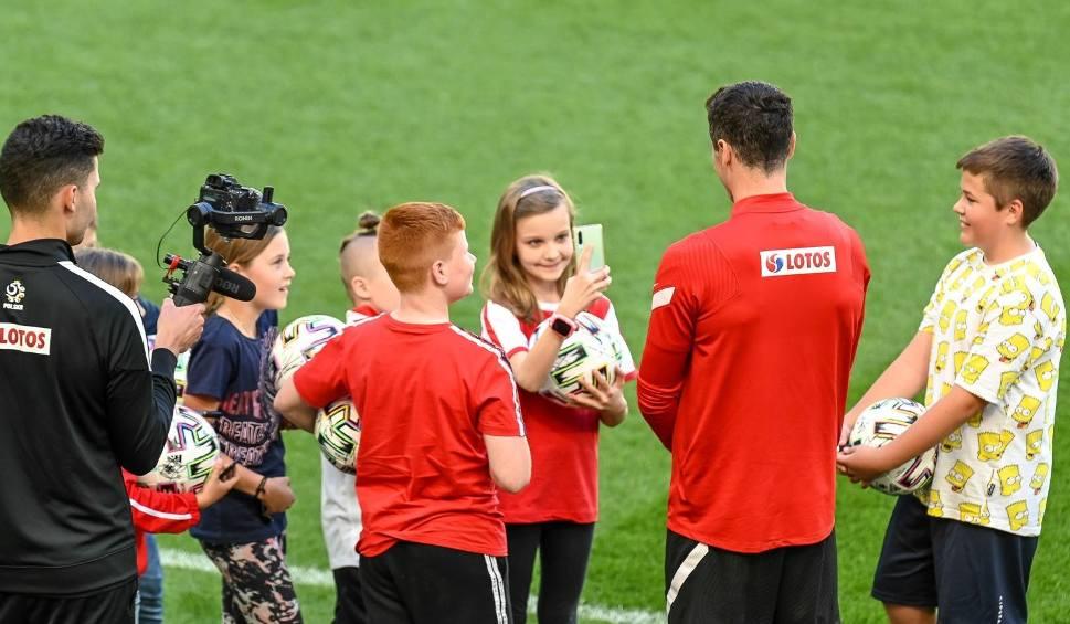 Film do artykułu: Otwarty trening reprezentacji Polski w Gdańsku po przegranym meczu ze Słowacją. Kibice brawami dali wsparcie piłkarzom [zdjęcia]