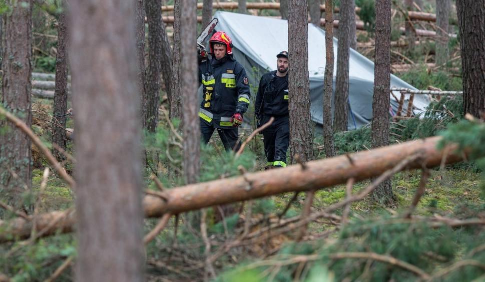 Film do artykułu: Nawałnica w Suszku może się powtórzyć. Strażacy kontrolują obozy na Śląsku